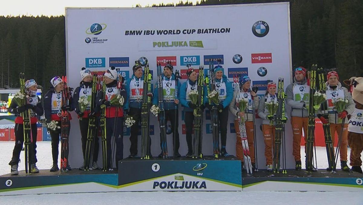 Siegerehrung Mixed-Staffel; 1. Frankreich; 2. Norwegen; 3. Deutschland