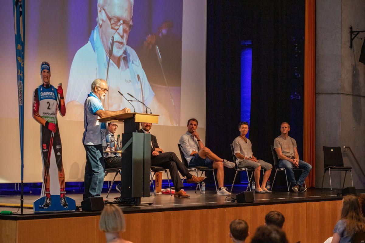 Podium mit Willi Hahner, Harald Betz, Matthias Wittlinger, Simon Schempp, Simone & Steffen Hauswald